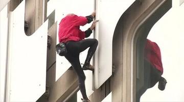 Człowiek-pająk wdrapał się na 36-piętrowy budynek