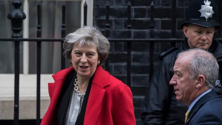 Rząd W. Brytanii chce, by rozmowy w sprawie Brexitu trwały do dwóch lat