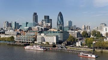 Brexit może kosztować Londyn utratę 30 tys. miejsc pracy. Zyskać może m.in. Warszawa