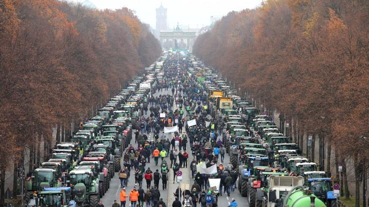 Rolnicy mają dość. Kilka tysięcy traktorów blokowało Berlin