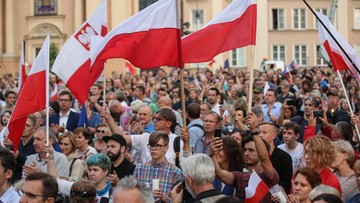 Polacy manifestują. Demonstracje przed budynkami Sądu Najwyższego i Senatu oraz na ulicach wielu miast