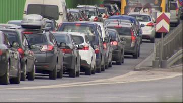 Polacy ruszyli na święta. Zakorkowane trasy wylotowe, policja apeluje o ostrożność