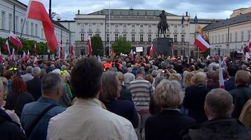 Pomnik smoleński na Krakowskim Przedmieściu? PiS twierdzi, że budowa dojdzie do skutku. Ratusz, że to nielegalne