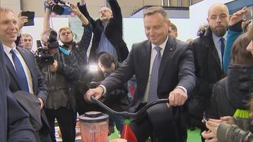 """Prezydent na Narodowej Wystawie Rolniczej """"ukręcił"""" owocowy koktajl [WIDEO]"""