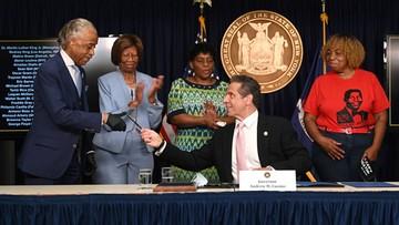 Zakaz stosowania duszenia. Gubernator stanu Nowy Jork podpisał ustawę o reformie policji