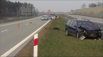 Dwie osoby zginęły w wypadku na drodze S8 w Łódzkiem. Policja: nieostrożność w czasie zmiany pasa