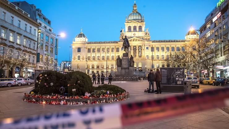 Próba samospalenia na placu Wacława w Pradze. Mężczyzna jest w śpiączce