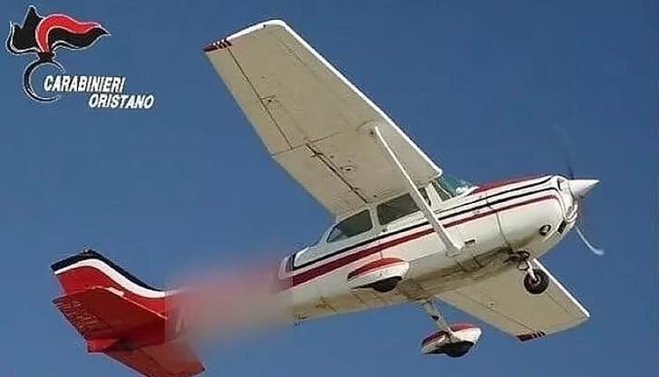 Włochy. Transport kokainy zrzucony z samolotu