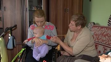 """""""Jestem lepszą matką niż niektóre osoby zdrowe"""". Dramat niepełnosprawnej, której sąd odbiera dziecko"""