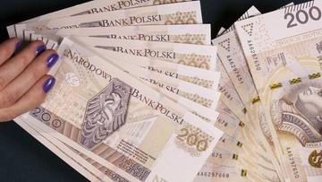 Rekordzista zalega prawie 100 mln zł. Najnowsze dane o niepłaconych długach