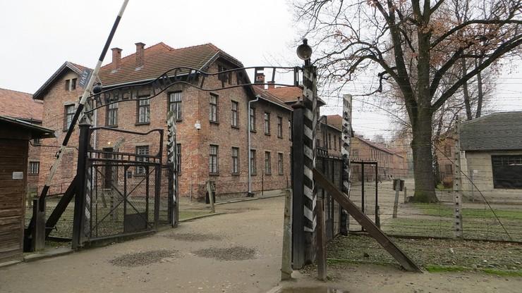 Małopolska kurator oświaty: w Auschwitz tylko polscy przewodnicy. Muzeum odpowiada
