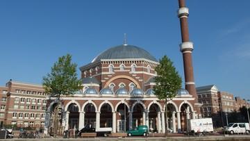 """Tajne śledztwa w meczetach. """"Rząd łamie prawa muzułmanów"""""""