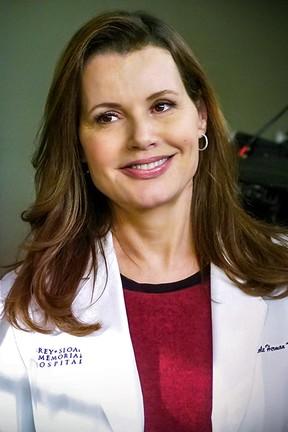 """2021-02-26 Geena Davis jako dr Nicole Herman w serialu """"Chirurdzy"""""""