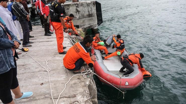 Zatonął prom. Służby poszukują 128 osób