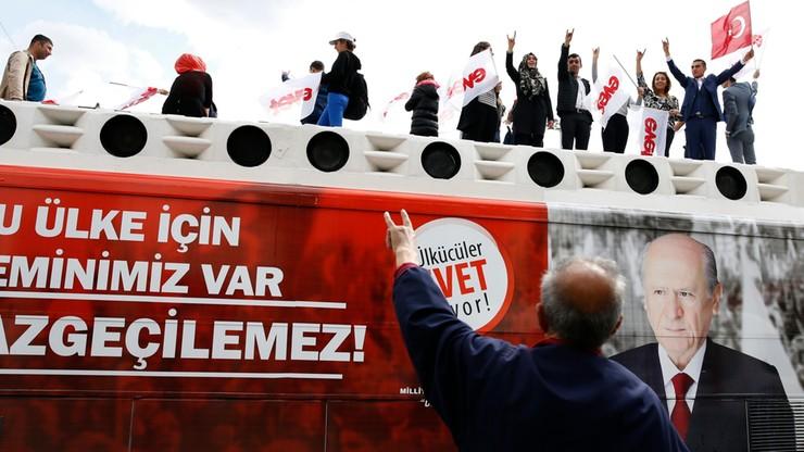 Turcy zdecydują, czy chcą zmiany ustroju. Rozpoczęło się głosowanie
