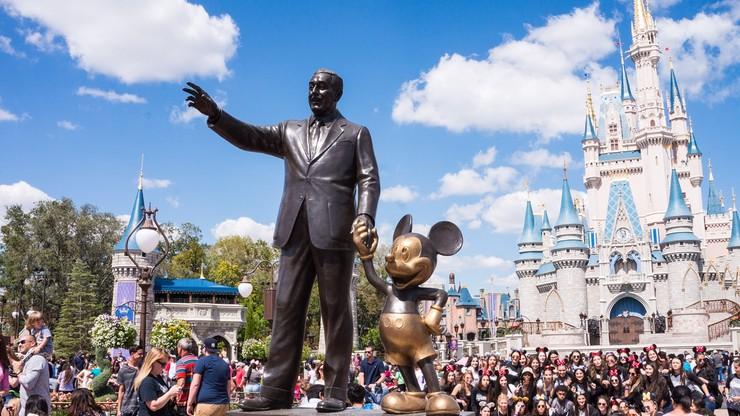 """Nowe szaty pracowników Disneya. Disneyland za """"swobodą wyrażania tożsamości płciowej"""""""