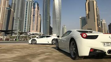 Cyfrowe tablice rejestracyjne testowane w Dubaju. Mogą zawiadomić o kolizji i zapłacić za parking