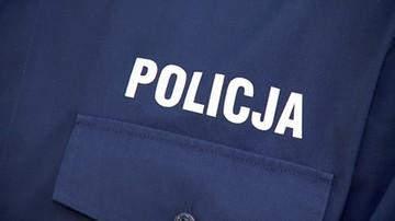 Poszukiwany listem gończym wezwał policję, bo... zmarzł w samochodzie
