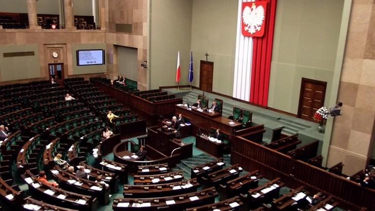 Większość Polaków źle ocenia pracę Sejmu. Najnowszy sondaż