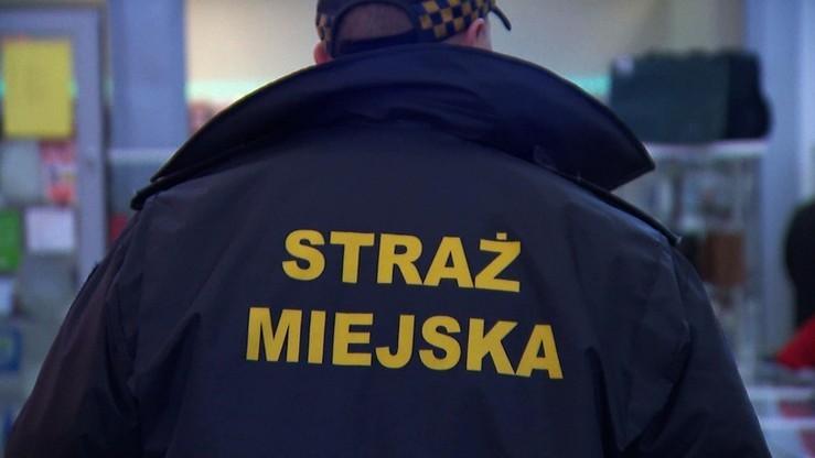 Warszawa: kierowca przejechał po nodze strażnikowi miejskiemu