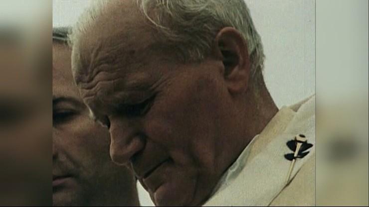 """""""Zasadzka na sprawiedliwego"""". Reportaż o św. Janie Pawle II"""