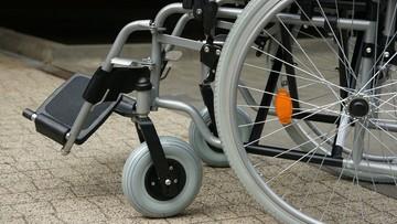Rosną dopłaty pacjentów do wózków inwalidzkich, protez i kul. NIK zwróciła się do ministra zdrowia