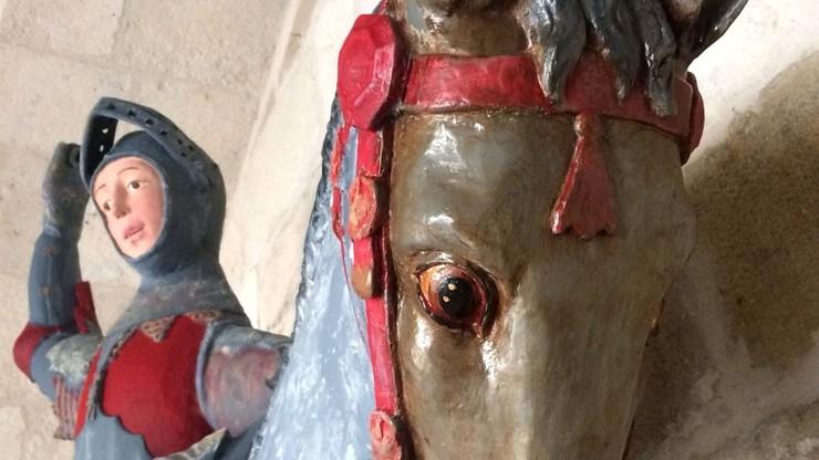 """Renowacja XVI-wiecznego posągu zakończona estetyczną katastrofą. """"Zniszczono dziedzictwo kulturowe"""""""