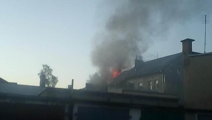 Pożar w budynku wielorodzinnym w Lęborku. Ewakuowano 16 osób, trzy w szpitalu