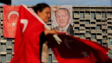 Ponad 9 tys. osób objętych śledztwem za próbę puczu w Turcji. Rząd odbiera licencje mediom