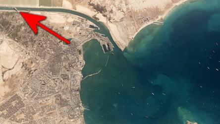 Tak wygląda z satelity kontenerowiec Ever Given blokujący Kanał Sueski [ZDJĘCIA]