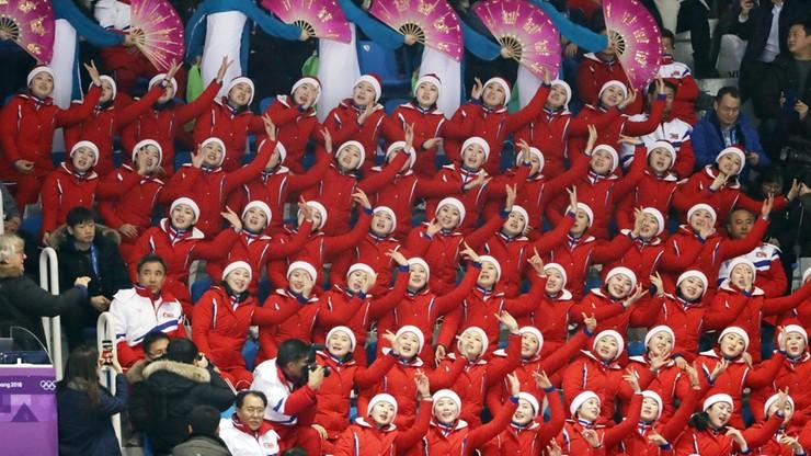 Cheerleaderka z Korei Płn. przyłapana na oklaskiwaniu amerykańskiej pary łyżwiarzy