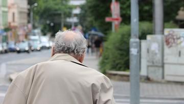 81-latek z Poznania wyprzedaje swoje książki, potrzebuje pieniędzy na walkę z rakiem