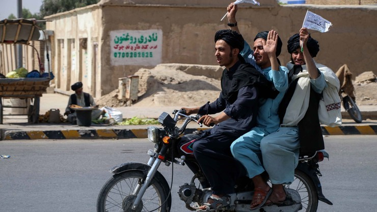 Afganistan. USA planują zniszczyć sprzęt za pomocą dronów. Talibowie przejęli już część uzbrojenia