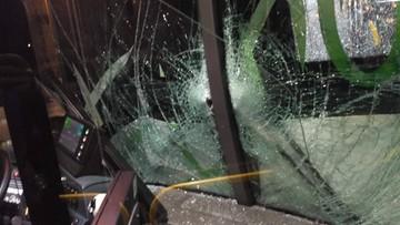Awantura o miejsce w autobusie. 78-latek zaatakował kobietę, doprowadził do stłuczki, próbował uciec