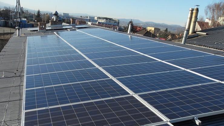 Kolej testuje baterie słoneczne na stacji w Nowym Sączu