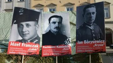 """Polacy w całym kraju upamiętniają """"Żołnierzy Wyklętych"""""""