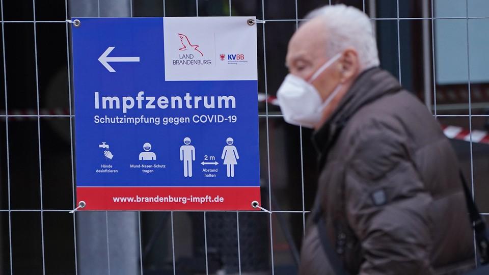 """Brakuje szczepionek i chętnych z """"grupy zero"""". Chaos w Niemczech"""