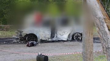 Szczątki dwóch osób w spalonym aucie. Śledczy potwierdzają: to obywatele Chin