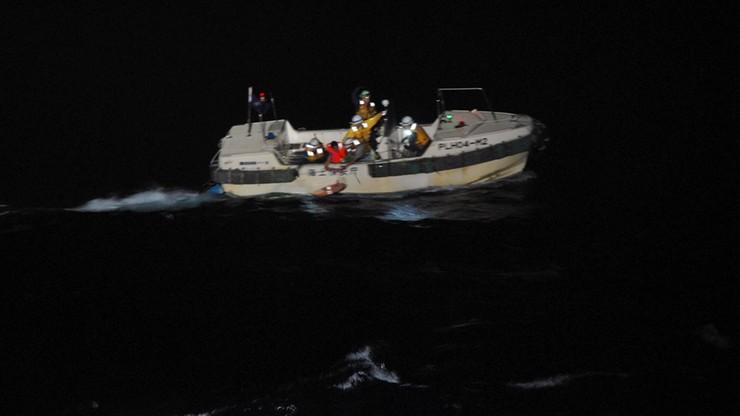 Frachtowiec zatonął podczas sztormu. Trwają poszukiwania 40 członków załogi