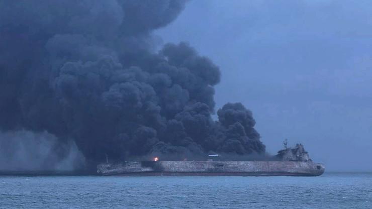 Odnaleziono ciała dwóch członków załogi płonącego tankowca