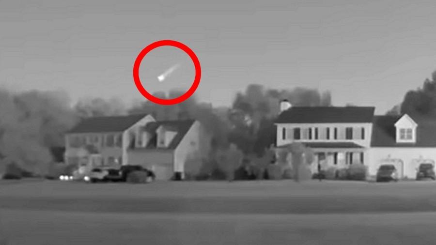 Jeden z tajemniczych obiektów na niebie nad USA. Fot. AMS.