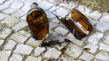 """Setki litrów alkoholu rozlały się na drogę. """"W okolicy czuć zapach piwa"""""""