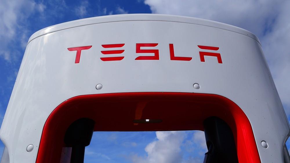 Tesla usprawnia swoje akumulatory patentami kupionymi za 3 dolary