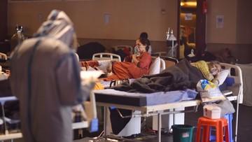 Koronawirus w Indiach. Brak miejsc w szpitalach, czarny rynek leków i tlenu