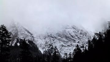 Lawiny w Tatrach porwały dwóch narciarzy i taterniczkę. Akcje ratunkowe TOPR