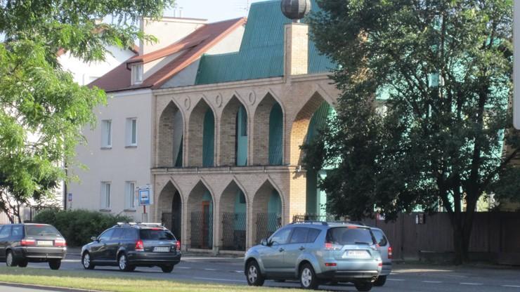 Próba włamania do meczetu w Warszawie. Spór muzułmanów o prawo do budynku