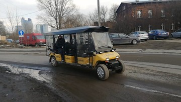 Pasażerów na warszawski dworzec dowozi... meleks [WIDEO]