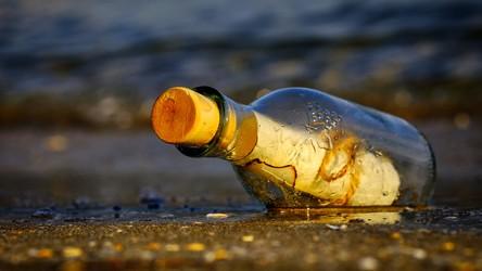 Oto najstarsza znaleziona wiadomość w butelce - ponad 130 lat pływała w morzu