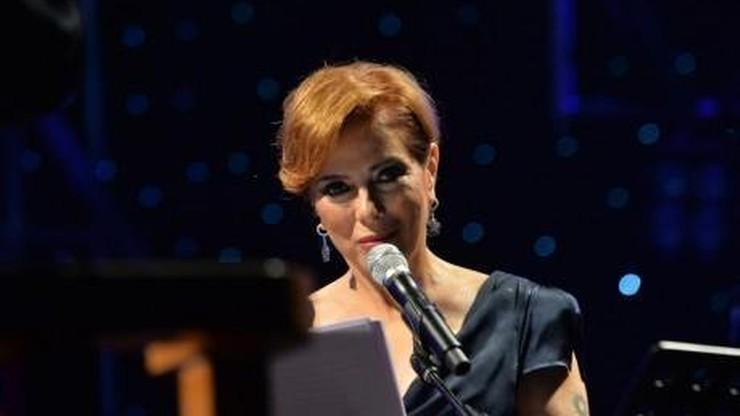 Turecki sąd uznał, że obraziła prezydenta Erdogana. Popularna piosenkarka skazana na karę więzienia