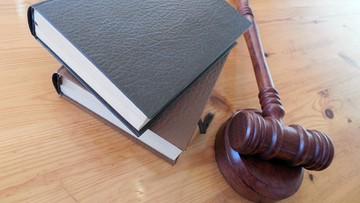 Wstrzymać ratyfikację zmian w sądach - apeluje do prezydenta organizacja 800 tysięcy prawników europejskich